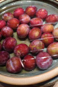 nur unbeschädigte Früchte verwenden und gründlich waschen
